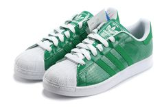 Now Buy Adidas Superstar 2 Green Save Up From Outlet Store at Airyeezyshoes. Adidas Superstar Verdes, Zapatillas Adidas Superstar, Adidas Superstar Outfit, Green Shoes, White Shoes, Adidas Official, Running Shoes On Sale, Jordans For Sale, Superstars Shoes