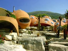Palais Bulles (bubbles palace) this house near Cannes was designed by architect Antti Lovag and started to be built from 1975 for French industrialist Pierre Bernard, and sold in 1989 by Sothebys to fashion designer Pierre Cardin.