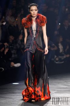 Roberto Cavalli - Ready-to-Wear - Fall-winter 2014-2015 - http://www.flip-zone.net/fashion/ready-to-wear/fashion-houses-42/roberto-cavalli-4587 - ©PixelFormula