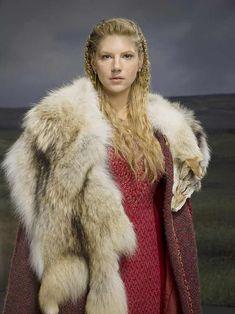Katheryn Winnick Vikings, Lagertha Vikings, Lagertha Hair, Ragnar Lothbrok, Floki, Vikings Tv Show, Vikings Tv Series, Vestidos Viking, Vikings Tumblr
