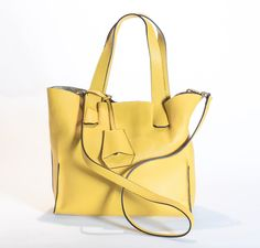 Woman leather summer shopper FS 582. All in one leather bag, beauty and comfort; with removable pocket and adjustable strap.