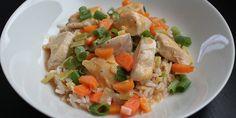 Utrolig nem ret med en herlig sammensætning af kylling, rød karrypasta og skønne grøntsager.