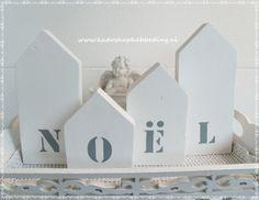 4 houten huisjes met tekst Noel