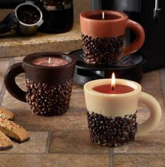 Cool idea to DIY Old Coffee Cups into Candles Not liking the coffee beans on the outside thou Unique Candles, Diy Candles, Scented Candles, House Candles, Vanilla Candles, Ideas Candles, Kitchen Candles, Decorative Candles, I Love Coffee