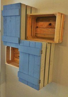 Caja de fruta mueble con madera de palets estilo for Muebles con cajas de fruta