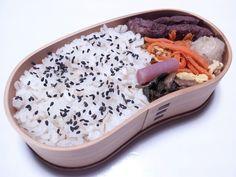 2012年11月01日(木) 牛ステーキ,にんじんしりしり,里芋の炊いたん,日野菜の漬け物,胡麻塩掛けご飯