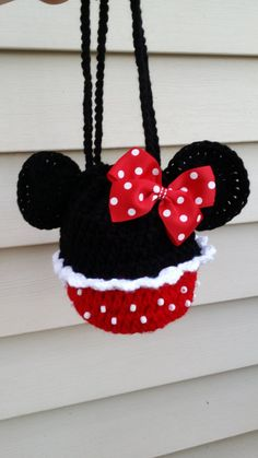 Minnie mouse crochet girls handbag.