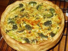 Meatless Mondays: Broccoli and Stilton Quiche Broccoli And Stilton, Broccoli Quiche, Side Dish Recipes, Vegetable Recipes, Dinner Reciepes, Cooking Recipes, Healthy Recipes, Quiche Recipes, Meatless Monday