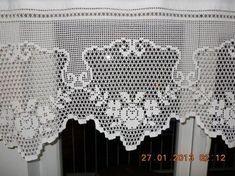 Cortinas y bandos en crochet. … Curtains and crochet sides. Diy Crafts Crochet, Crochet Art, Crochet Home, Thread Crochet, Crochet Doilies, Crochet Stitches, Crocheted Lace, Crochet Motif Patterns, Crochet Borders