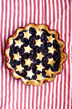 4th of July perfect star covered Blueberry Pie. #food #blueberry #pie #dessert #fruit #stars