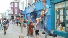 freundliches Irland - B & B - Gaestezimmer buchen -   moira.eccuill@gmail.com Irish Cottage, Connemara, Street View, Musicians, Ireland