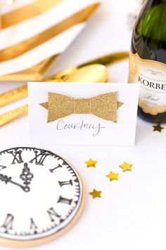 New Years Eve Tablescape: pretty bow place card for guests!