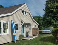 Totally beachy bungalow in Portsmouth, R. from Ronald F. DiMauro Architects {House of Turquoise} Beach Cottage Style, Beach Cottage Decor, Coastal Cottage, Coastal Living, Beach House, Lake Cottage, Cottage House, Coastal Style, Cottage Chic
