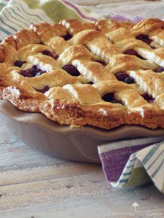 ¿No os parece que las tartas tipopieasí enrejadas, como es el caso de esta tarta de arándanos (blueberry pie), siempre han quedado muy fotogénicas en las películas y dibujos animados que hemos visto toda la vida?