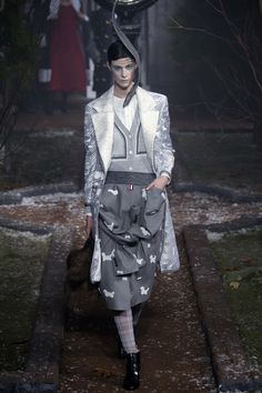 See the complete Thom Browne Fall 2016 Ready-to-Wear collection.