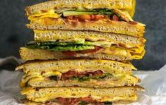 7 duci bundás kenyér, amik akár ebédre is működnek   Nosalty Fine Dining, Cheddar, Hot Dogs, Hamburger, Bacon, Sandwiches, Recipes, Food, Cheddar Cheese