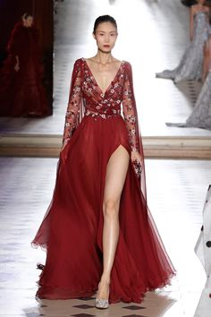 See all the Collection photos from Tony Ward Autumn/Winter 2017 Couture now on British Vogue Style Couture, Couture Fashion, Runway Fashion, Elegant Dresses, Pretty Dresses, Formal Dresses, Prom Dresses, Couture Dresses, Fashion Dresses