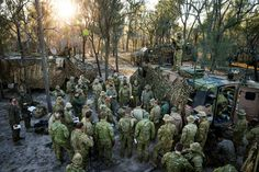 Soldiers from 2RAR and USMC Marine detachment gather for orders at Shoalwater Bay Training Area (Exercise Talisman Sabre 2017) [OS][2048x1366]