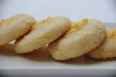 """Des petits biscuits très moelleux, aux amandes et au citron du blog de """"C'est moi qui l'ai fait """"en version sans gluten et même sans lactose! Je n'ai pas changé les proportions mais juste les ingrédients. Le résultat est """"top"""" : moelleux à souhait et..."""