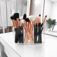 Makeup Storage Vanity Beauty Room Brush Holders 39 Ideas For 2019 Makeup Brush Storage, Makeup Brush Holders, Makeup Brush Set, Makeup Organization, Acrylic Makeup Storage, Hanging Makeup Organizer, Make Up Organizer, Eye Makeup Glitter, Rose Gold Makeup