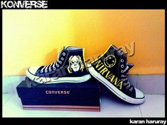 Here are my Nirvana themed Converse. Made a vector form of Kurt Cobain and the other one has the Nirvana logo on it with the smiley! Cool Converse, Converse All Star Sneakers, Custom Converse, High Top Sneakers, Kurt Cobain, Nirvana Logo, Art Plastique, Converse Chuck Taylor, Me Too Shoes