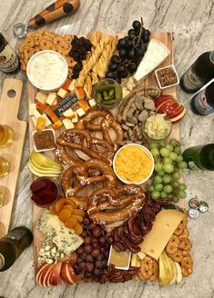 🥨Oktoberfest Snack Board🥨 just add brews! This board was so delicious, especially with a great beer… Oktoberfest Party, German Oktoberfest, Tapas, Beer Tasting Parties, Snack Recipes, Snacks, Soft Pretzels, Food Platters, Food To Go