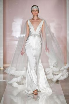 24 Dreamy Wedding Gowns from Reem Acra, Fall 2014 | OneWed