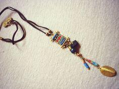Haiku collar de bits heishi montado en latón con borla por Amanur