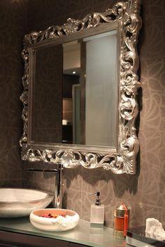 Idée déco salle de bain : tendance baroque // http://www.deco.fr/photo-deco/decoration-salle-de-bain-071-3681514.html