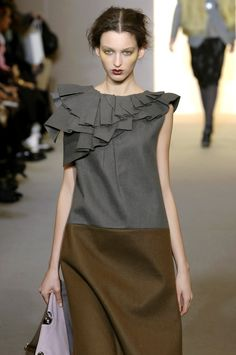 Marni at Milan Fashion Week Fall 2008 Cool Outfits, Fashion Outfits, Corset, Black White Fashion, Bustier, Fashion Sewing, Lovely Dresses, Dresses For Teens, Fashion Details