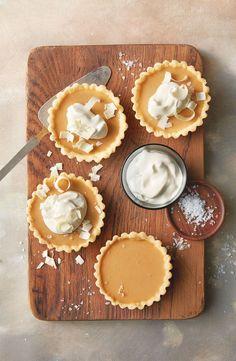 Roasted white chocolate caramel tart – Famous Last Words Tart Recipes, Baking Recipes, Sweet Recipes, Dessert Recipes, Sweet Pie, Sweet Tarts, Chocolate Caramel Tart, White Chocolate, Chocolate Tarts