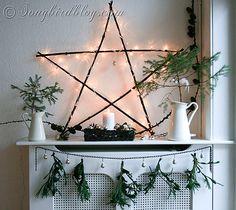 DIY Christmas Decorations! Christmas Star Mantel Decor | http://diyready.com/our-20-favorite-mantel-decorating-ideas-christmas-mantel-decor/
