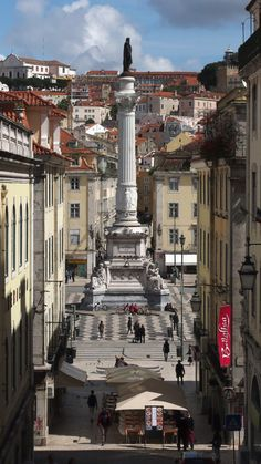 How glorious are you, Lisboa... ancient echoes tremble from your stone streets, flooding the present wonders with your grace... with the hope of your eternal fire to light our way... xo