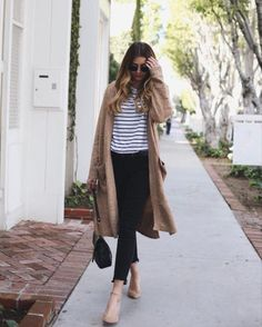 Emma Hill is wearing spring stripes, in a horiztonally striped black and white tee, paired with a boyfriend style beige cardigan and black jeans. Outfit: Liketoknowit.