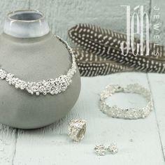 Sieraden gemaakt van 925 sterling zilver, waarbij het lijkt als of het gemaakt is van kleine drupjes zilver, waardoor het een elegante uitstraling geeft.  19413 19420 19410 19409
