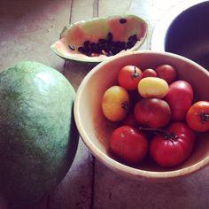 #carettagarden #okreblue #angelorainbowtomatoes #heartybreakfast