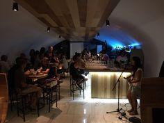 Pink Wine Point bar Lisbon. Live music, wine, cocktails.