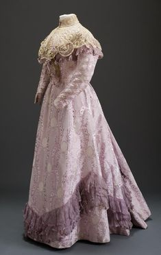 Day dress ca. 1900  From the Museum of Applied Arts  - See more at: http://fripperiesandfobs.tumblr.com/post/58624085115/day-dress-ca-1900-from-the-museum-of-applied#sthash.IG3iIIPs.dpuf