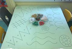 Attività da realizzare in piccoli gruppi   autismocomehofatto Physical Activities For Kids, Preschool Learning Activities, Preschool Art, Infant Activities, Kids Learning, Toddler Arts And Crafts, Diy Crafts For Kids, Art For Kids, Reggio Children