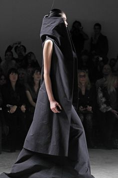 This has ... regal qualities to it. I love it.  Rick Owens S/S 2011:::