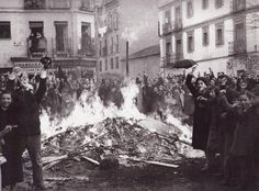 Quema y asalto de tiendas en Puente de Vallecas.11-3-1936 Foto Madrid, Historia Universal, Lest We Forget, Once Upon A Time, Animals And Pets, Spanish, War, History, Pictures