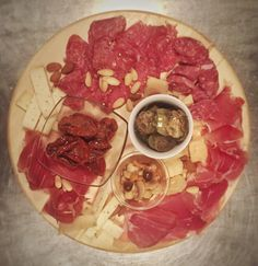 Valentine's dinner #food #foodporn #foodphotography  Antipasto toscano  https://morgatta.wordpress.com/2016/02/11/cena-afrodisiaca-no-grazie-san-valentino-per-quelli-a-cui-piace-magna/