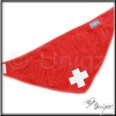 Besonders schön z.B. für Berner Sennenhunde: das Hundehaltuch Schweiz in rot mit weißem Kreuz, er schweizer Flagge nachempfunden.