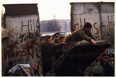 The German 9/11 : fall of the Berlin Wall on November 9, 1989