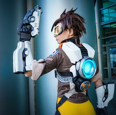 Tons of great Tracer cosplay tutorials!