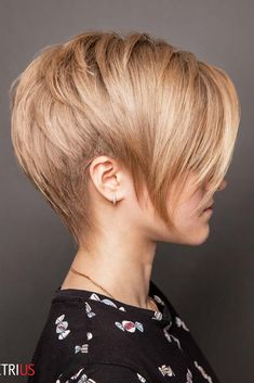 Pixie Haircut #shorthaircuts #roundfaces #haircuts #pixiecut ❤ It is not that easy to find complimenting short haircuts for round faces. To help you find the flattering haircut for your face shape, we have created a photo gallery. #lovehairstyles #hair #hairstyles #haircuts Стрижки Для Круглого Лица, Короткие Женские Прически, Японские Прически, Роскошные Волосы