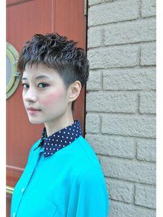 ■ Joule hair ■ 襟足を短めに刈り上げて、サイドもすっきり刈り込んだショートレイヤーです。 http://beauty.hotpepper.jp/slnH000268109/