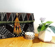 anieque アニーク ハンド刺繍のクラッチバッグ。アフガニスタンで作られています。 Hand embroidered clutch bag made in Afghanistan. http://anieque.com