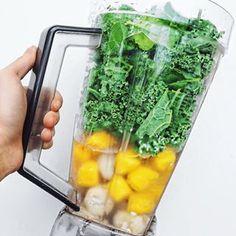 Freshest 🌱 G R E E N  S M O O T H A Y 🌱 to heal & nourish the body ♻️💚🍌 Frozen bananas, mango, fresh kale n