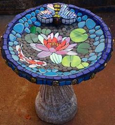 Concrete water lily for birds with glass and ceramic mosaic. Glass Bird Bath, Concrete Bird Bath, Glass Birds, Glass Ceramic, Mosaic Birdbath, Mosaic Garden Art, Mosaic Crafts, Mosaic Projects, Paper Mosaic